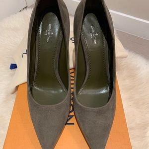 Louis Vuitton Suede Pin Khaki Green Pumps EU38